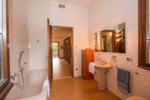 A bathroom at Daller Bianca