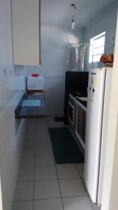 A kitchen or kitchenette at Apartamento Caraguatatuba