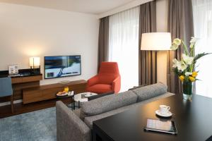 A seating area at Fraser Suites Geneva - Serviced Apartments