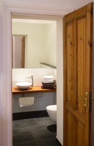 A bathroom at City Apartments Friedrichshain