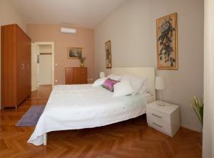 Gianina Apartment