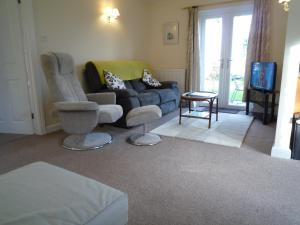 A seating area at Oxton Cottage
