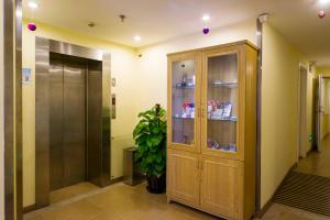 Home Inn Shanghai National Exhibition and Convention Centre East Yigang Road