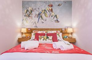A bed or beds in a room at Sweet Inn - Cosy Ciutadella