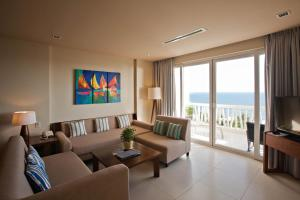 The Cliff Bay Villas
