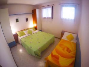 Postel nebo postele na pokoji v ubytování Villaggio Cristina 2