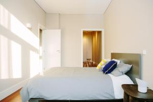 A bed or beds in a room at Porto Insight Aparthments Cardosas