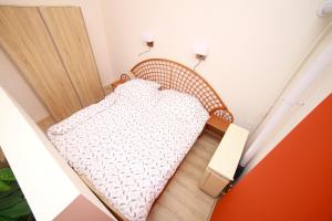 A bed or beds in a room at Flat On Andrássy Avenue
