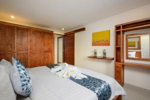A bed or beds in a room at Echo Beach Townhouses