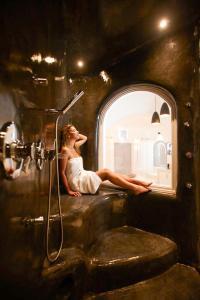A bathroom at Infinity Suites & Dana Villas