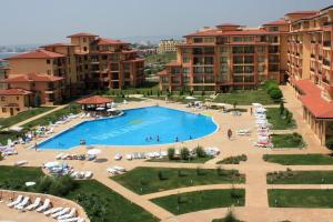 A view of the pool at Magic Dreams Apartments or nearby