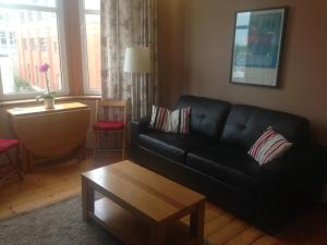 A seating area at Yorkhill Apartment