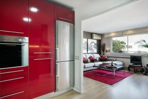A kitchen or kitchenette at Elegant Apartment Olle