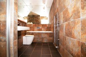 A bathroom at Privilege Apartments