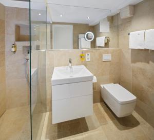A bathroom at Domresidenz Regensburg