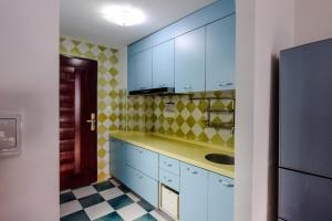 A kitchen or kitchenette at Shenzhen Reeger Apartment