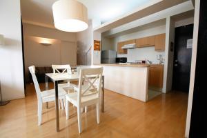 A kitchen or kitchenette at Alameda Centro Historico Apartment
