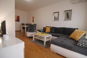 Apartment Tenner