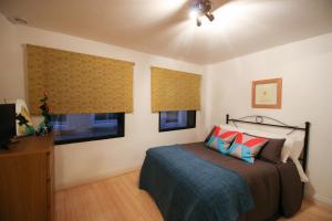 Ein Bett oder Betten in einem Zimmer der Unterkunft Prestige Apartments Octave House