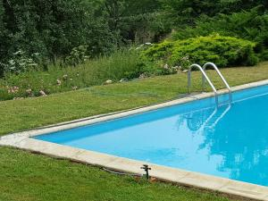 The swimming pool at or near Apartment La Tour