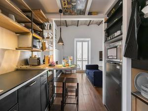 A kitchen or kitchenette at Over The Tiber Loft