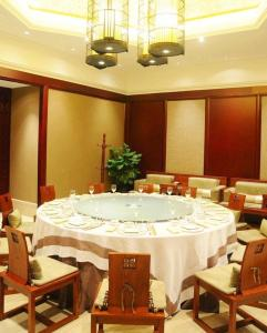 Chunqiu Holiday Hotel