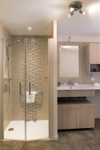 A bathroom at Domitys Les Gréements d'Or