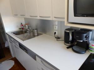 A kitchen or kitchenette at Delightful 1 BR - Eiffel view