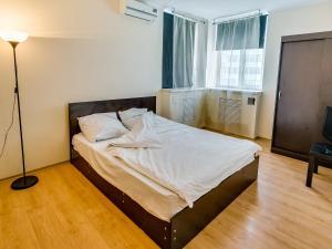 (Apartments on Gorkogo 13/56)