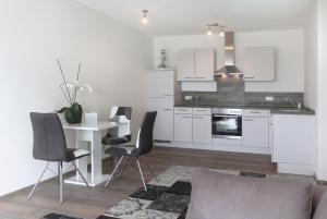A kitchen or kitchenette at Living Neuburg