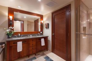 A bathroom at Ko Olina Beach Villa, 14th Floor, Full Ocean View