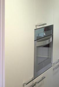 Una televisión o centro de entretenimiento en Apartamentos Tajamar