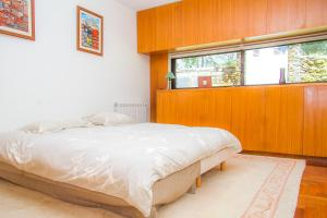 A bed or beds in a room at Liiiving in Caminha | Oak Tree Chill House
