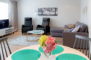 A seating area at Apartments Rovakatu