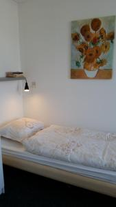 A bed or beds in a room at DUINZICHT 8 Bed by the Sea