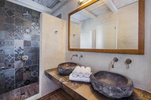 A bathroom at Gonia Residences