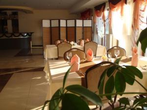Restauracja lub miejsce do jedzenia w obiekcie Gościniec Europejski