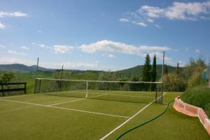 Tennis and/or squash facilities at Casa Bella or nearby