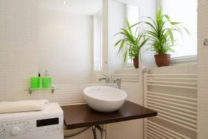 A bathroom at Old Town Apartment Rajska
