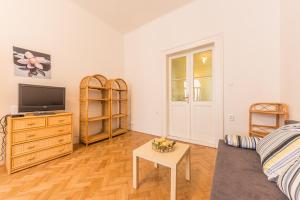 Apartment Neklanova 9