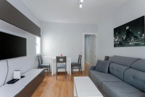 A seating area at Apartment Cardenal Cisneros