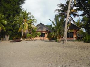 Sea World Club Beach Resort & Dive Center