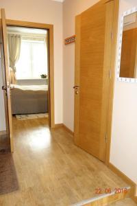 Divstāvu gulta vai divstāvu gultas numurā naktsmītnē Apartment Old Town Riga River View