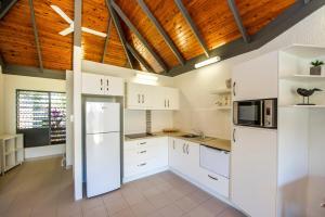 A kitchen or kitchenette at Island Leisure Resort