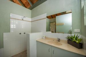 A bathroom at Island Leisure Resort