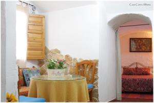 Un restaurante o sitio para comer en Casa Cueva Alhama