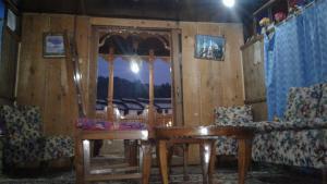 Houseboat Eden