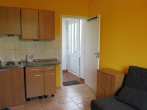 A kitchen or kitchenette at Apartament Mini