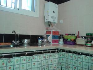 A kitchen or kitchenette at Appartement Résidence Al Gharsa