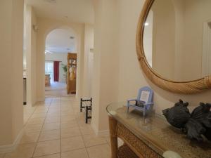 Uma área de estar em Bahama Bay upgraded 3 Bedroom Villa Deluxe